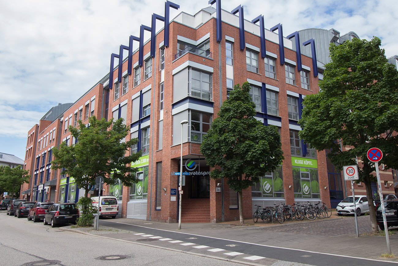 Fensterbeschriftung Außenwerbung Kiel Steuerberater Gestaltung Eingangsschild