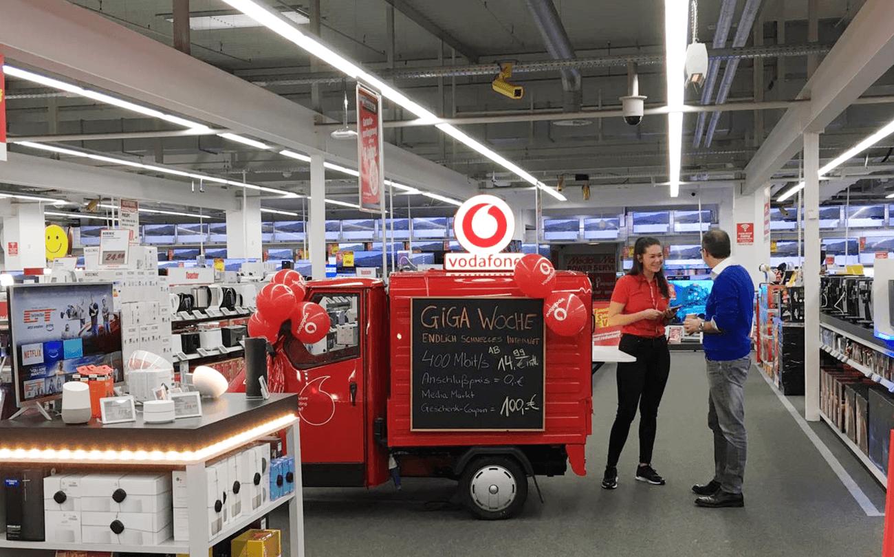 Vodafone Ape Piaggio Event Fahrzeugfolierung Fahrzeugumbau